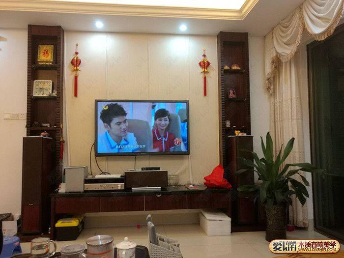 晚上一家人坐在客厅看电视节目,喝喝茶聊聊天,轻松惬意的状态让我很
