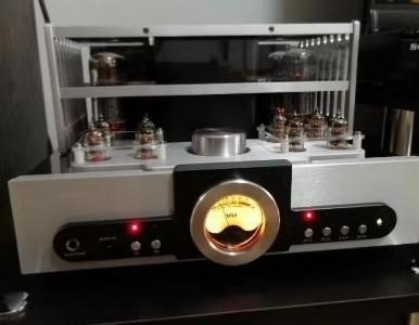 一切准备就绪以后我便将其放置完毕接上两个音箱,开始享受歌声之旅!