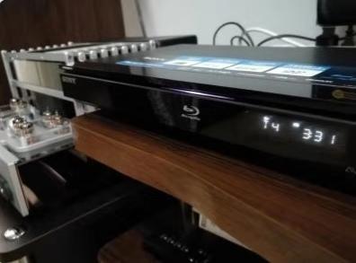 由于家中资金最近有点紧张,所以将我用了多年的蓝光DVD机暂时拿出来用一用,再考虑买专门的CD机